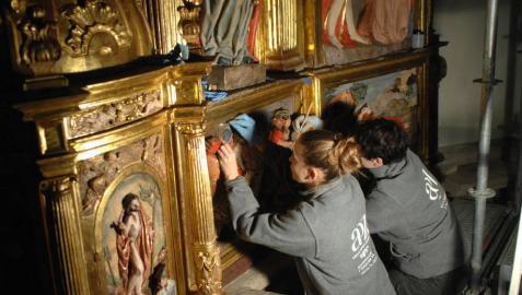El retablo mayor de Santacara recobra su brillo