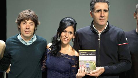 Induráin y Freire apadrinan el libro 'Por amor al ciclismo'