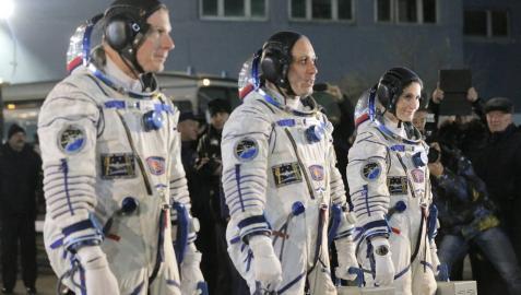 La Soyuz TMA-15M y sus tres tripulantes se acoplan a la EEI