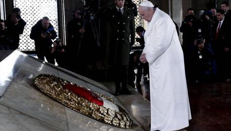 El Papa visita el mausoleo de Atatürk bajo enormes medidas de seguridad