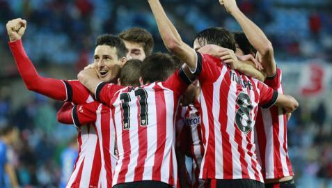 Los jugadores del Athletic celebran el gol de Beñat