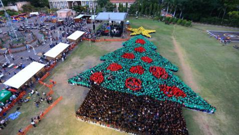 Récord Guinness para el árbol de Navidad humano más grande