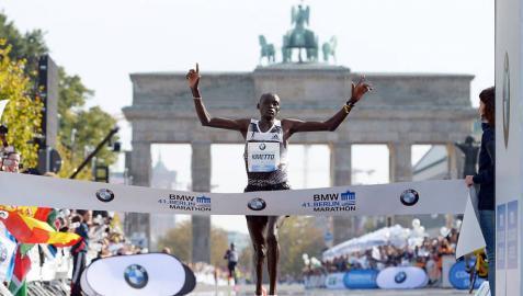 Kimetto bate en Berlín el récord mundial de maratón (2h.02.57)