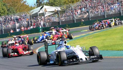Imágenes de la primera prueba del Mundial de Fórmula 1 2015 disputada en el circuito australiano de Albert Park donde Lewis Hamilton consiguió la victoria final por delante de su compañero de Mercedes, Nico Rosberg, y del alemán de Ferrari Sebastian Vettel.