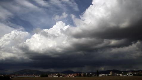 El tiempo mejora esta tarde, aunque el norte sigue en alerta por lluvias