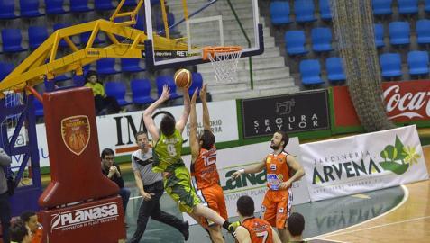 Encuentro de la Liga Adecco Oro disputado en el pabellón Anaitasuna entre el Planasa Navarra y Leyma Basket,
