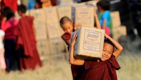 Unicef estima que 70.000 niños necesitan alimento urgente en Nepal
