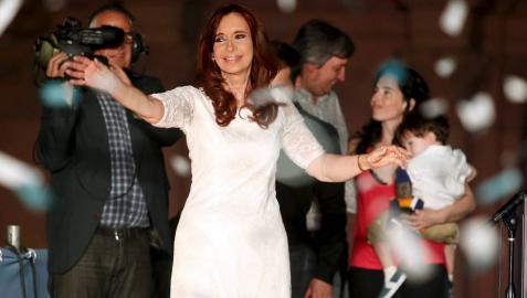 Cristina Fernández se despide de la Presidencia con un baño de masas