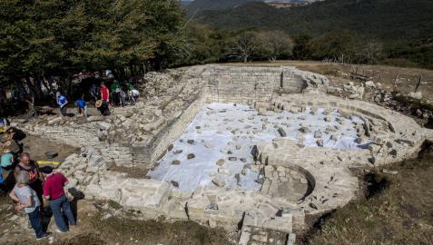 Destacan los restos de Larumbe como ejemplo de románico