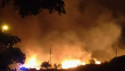 Un incendio en Benitatxell obliga a desalojar a más de 300 personas de sus casas