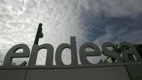 Logotipo de Endesa en la sede social de la compañía, en Madrid.