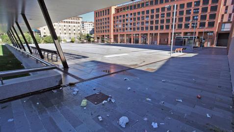 Trapicheo, suciedad y ruidos en la plaza Felisa Munárriz de Pamplona