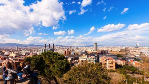 Barcelona ordena el cese de 615 pisos turísticos ilegales detectados este verano
