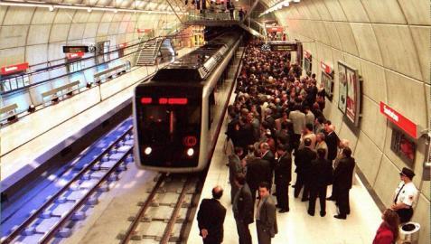 Un grupo de personas agrede a dos vigilantes de seguridad de Metro Bilbao