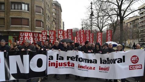 Miles de personas han protestado en Pamplona contra la propuesta del gobierno del PP