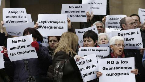 Manifestación de SOS-Racismo contra la Ley de Extranjería