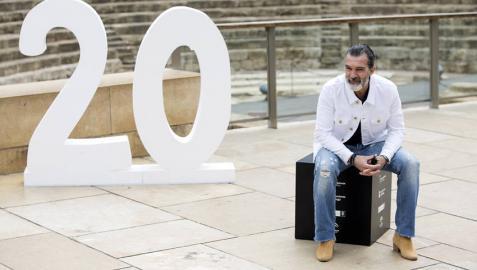 Antonio Banderas recibe la Biznaga de Oro honorífica en la clausura del Festival de Málaga