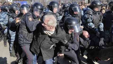 Detienen en Moscú al líder opositor ruso y candidato a la Presidencia Alexéi Navalni