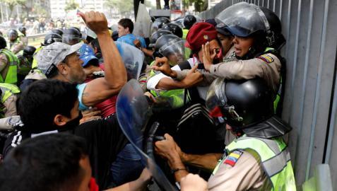 Más de 40 heridos en una manifestación contra Maduro y el Supremo de Venezuela
