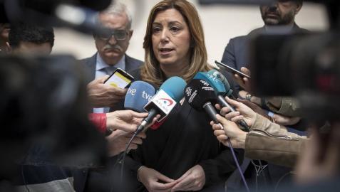 Políticos y militantes han acudido a la sede del PSOE para despedir a Carme Chacón