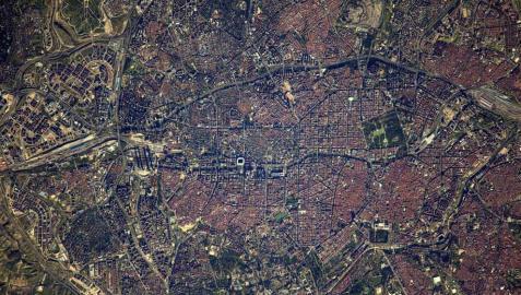 Imágenes de Madrid, Barcelona, Valencia y Sevilla sacadas desde el espacio por un astronauta de la Agencia Espacial Europea.