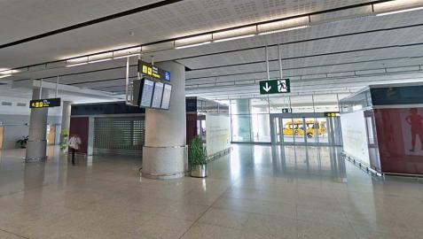 Pierde 10.000 euros en el aeropuerto de Málaga y se los devuelven desde Suecia