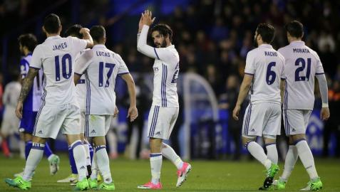 Isco celebra su gol con los compañeros