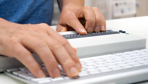 Investigan si dos menores usurparon la identidad de una profesora en internet