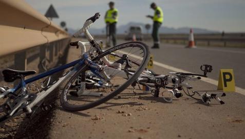 Dos ciclistas muertos y tres heridos al ser arrollados por un vehículo en Valencia