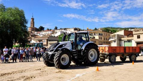 Félix Los Arcos gana la prueba de habilidad de tractor en Funes