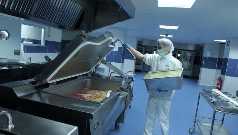 Imagen de las actuales cocinas del Complejo Hospitalario de Navarra.