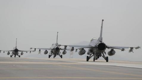 Corea del Norte vuelve a amenazar a EEUU, que se prepara en el Pacífico