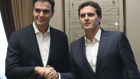 Sánchez y Rivera comienzan una reunión enfocada a la regeneración democrática