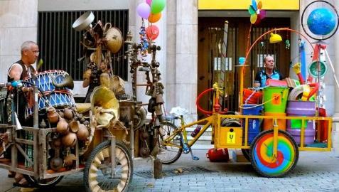 Percusión y objetos reciclados este martes en el teatro de calle de Carlos III