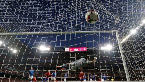 España convence y se dirige con paso firme hacia el Mundial