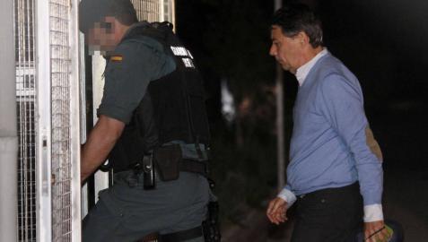 Ignacio González pasa su primera noche detenido tras el registro de su despacho