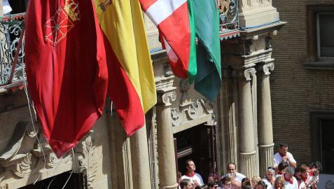 El Tribunal Administrativo rechaza  que la ikurriña ondee en los ayuntamientos