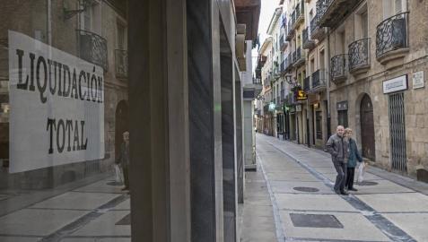 Comercio y Ayuntamiento de Estella, preocupados por el cierre de locales