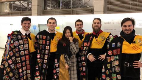 La Tuna de Medicina que dio a conocer el pañuelo de San Fermín en la televisión coreana