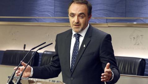 Javier Esparza pide al PSOE y a C's que