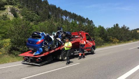 Muere un hombre de 43 años en Iza al chocar su vehículo contra un camión