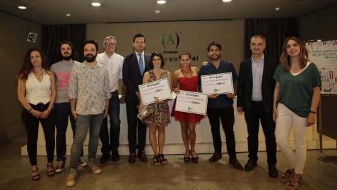 Acoyani Guzmán recoge el premio Joven de Relato Corto