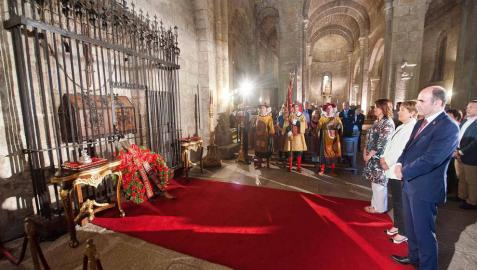 Las instituciones navarras homenajean a los Reyes y Reinas de Navarra en Leyre