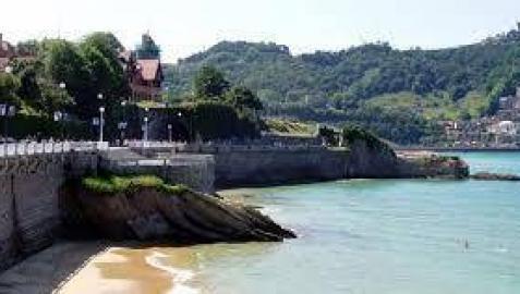 Prohibido bañarse en una zona de la playa de La Concha por contaminación