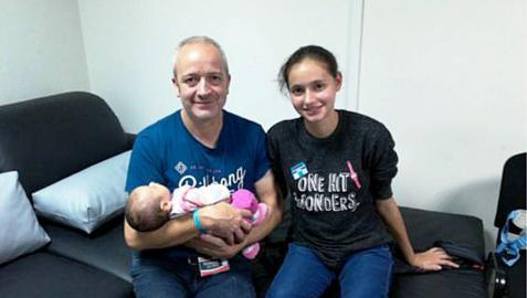La ilicitana captada por una secta viaja a España desde Perú con su padre y su bebé
