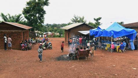 El brote de ébola en el Congo golpea a los niños