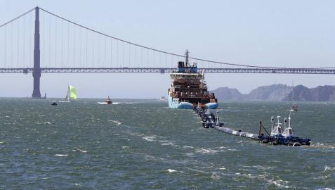 Una barrera flotante limpiará los desechos plásticos del océano