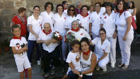 Sangüesa celebra el cuarto día de sus fiestas dedicado a los mayores, con homenaje, baile de la comparsa y encierro