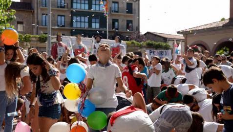 La Asociación Munduko Argia protagonizó el chupinazo de Huarte