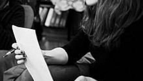 Paula Bonet presenta en Pamplona la obra en la que escribe a la hija que perdió